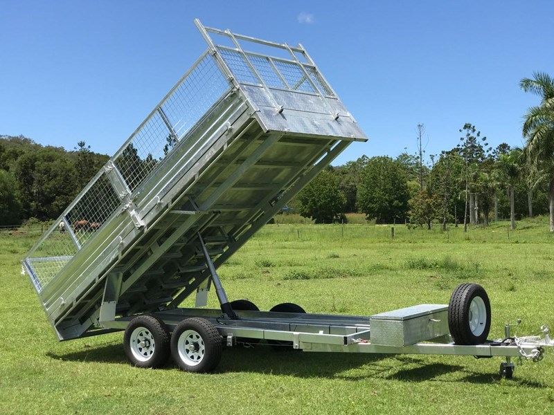 ozzi trailers 14x7 flat top hydraulic tipper trailer with ramps cage galavanised 571238 031