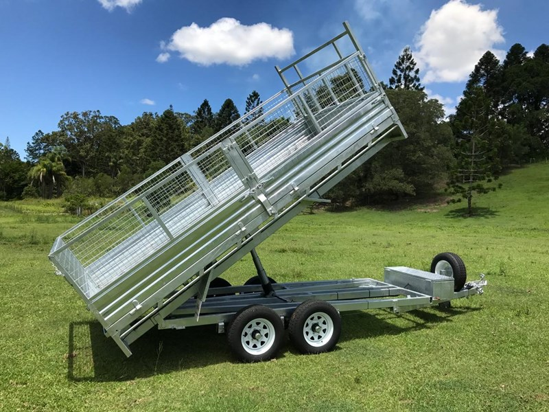 ozzi trailers 14x7 flat top hydraulic tipper trailer with ramps cage galavanised 571238 023