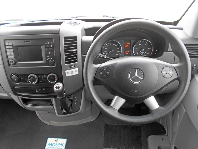mercedes-benz 4 berth discovery 477869 097
