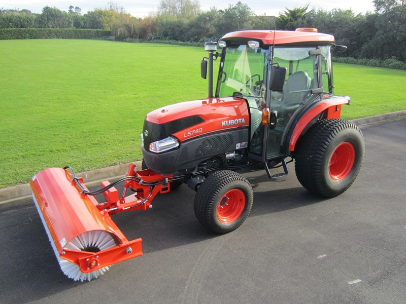 kubota l5740 tractor road broom combo (59hp) 56671 001