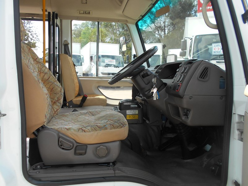 mitsubishi fuso rosa bus auto/ 21 seat rosa bus with wheelchair 579661 027