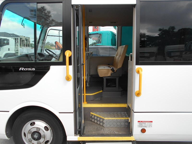 mitsubishi fuso rosa bus auto/ 21 seat rosa bus with wheelchair 579661 029