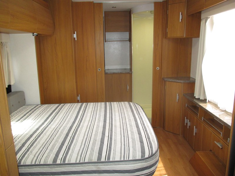 jayco sterling 21.65-3  slideout with full ensuite 580425 009