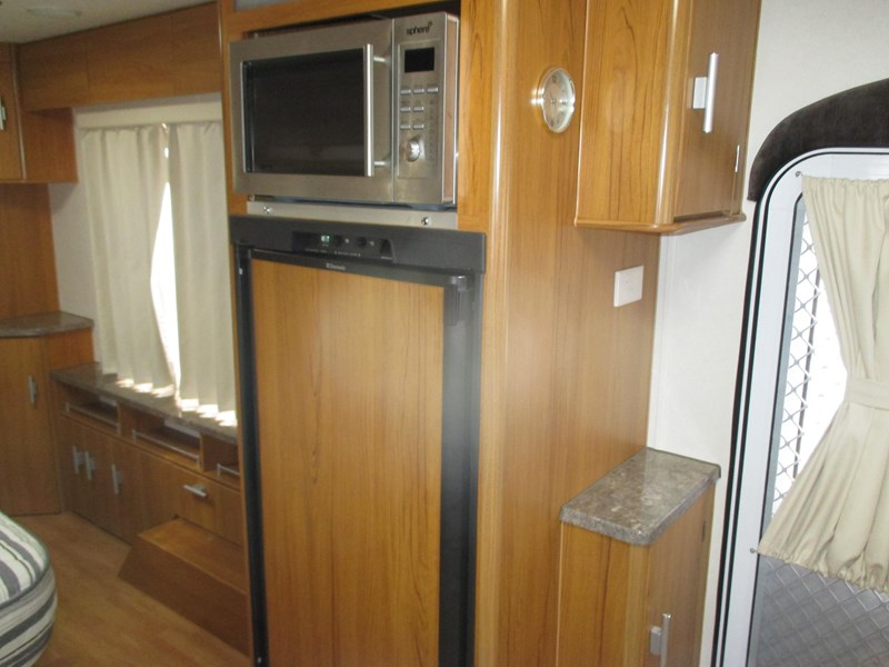 jayco sterling 21.65-3  slideout with full ensuite 580425 029