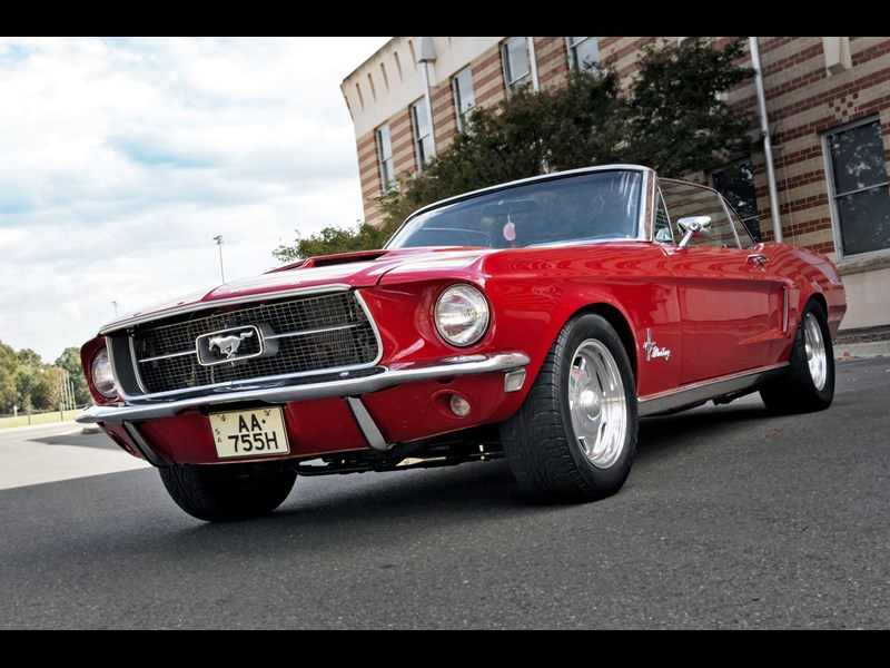 ford mustang 585357 005