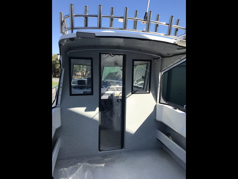 white pointer 263 enclosed cabin 587183 005