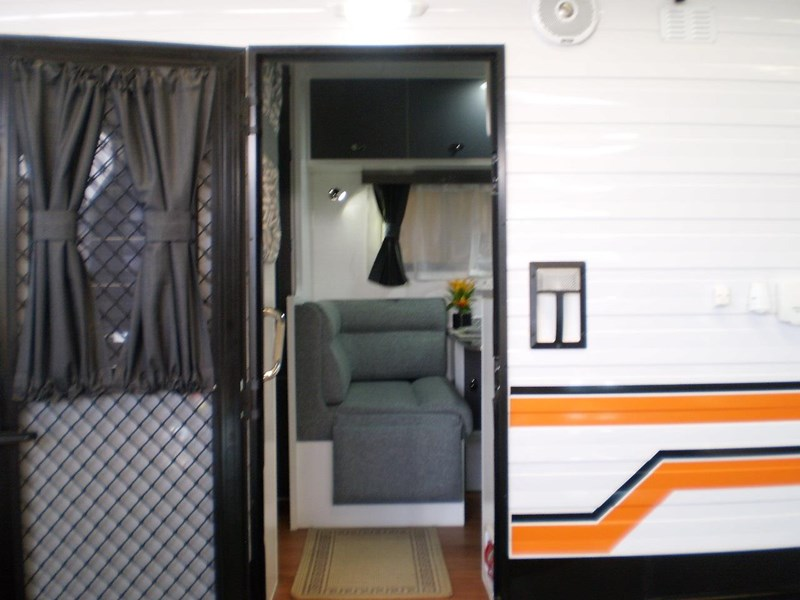 colorado caravans summit full ensuite, single beds 429575 009
