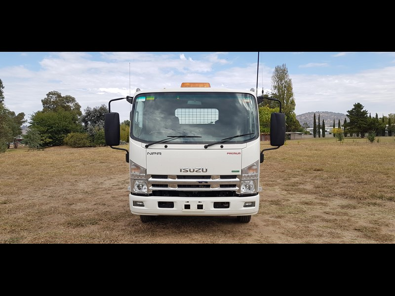 isuzu npr300 medium premium 569213 015