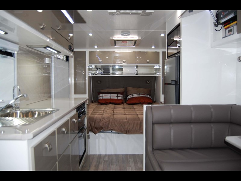 design rv forerunner 3 19'6 470679 005