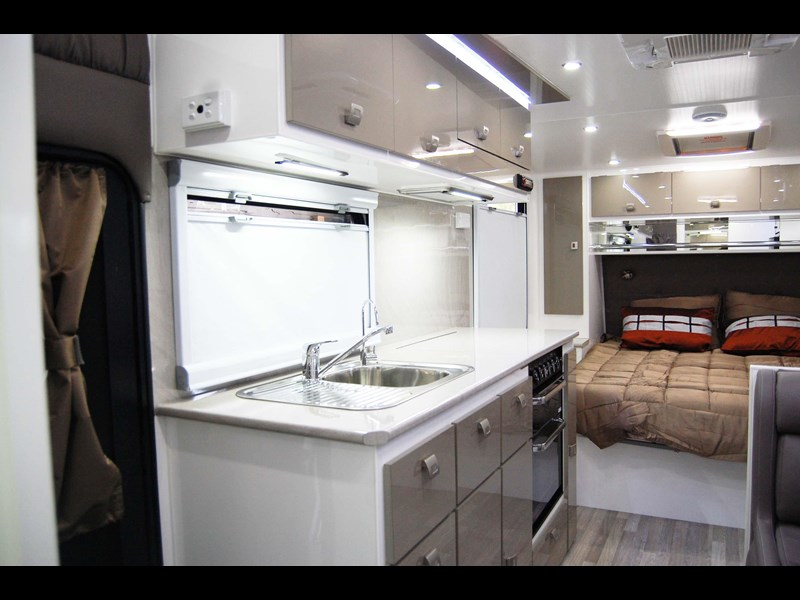 design rv forerunner 3 19'6 470679 007