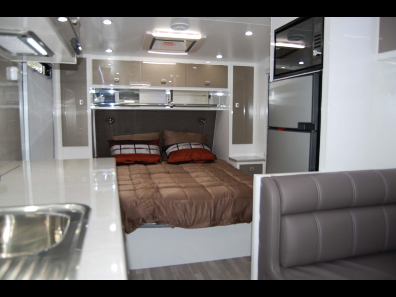 design rv forerunner 3 19'6 470679 015
