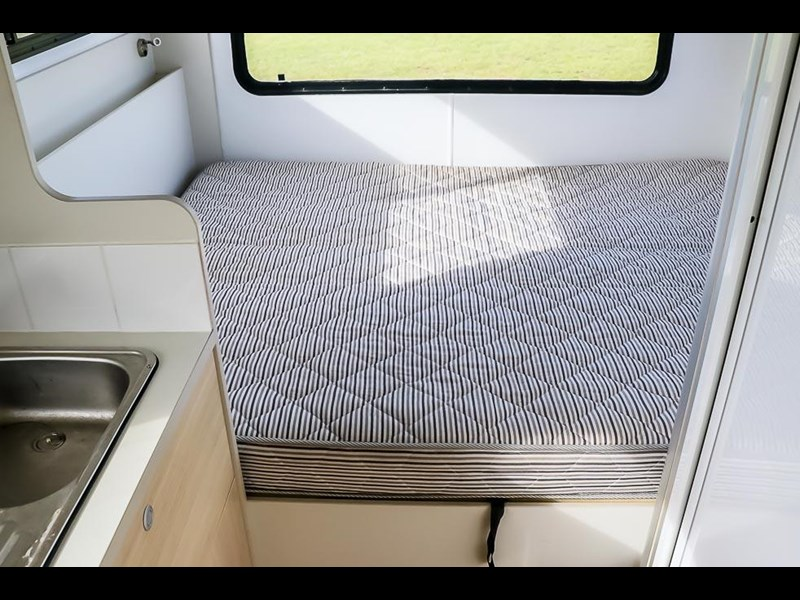 volkswagen crafter 4 berth platinum beach 562610 029