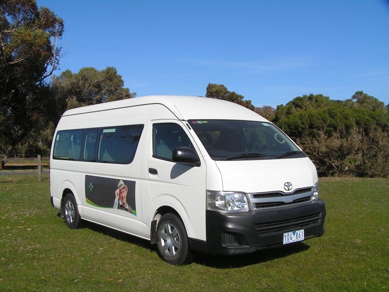 toyota hiace (only 24,000 k's), wheelchair, turbo diesel automatic, high roof mini bus. 570672 001