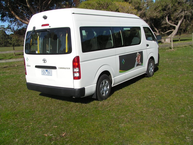 toyota hiace (only 24,000 k's), wheelchair, turbo diesel automatic, high roof mini bus. 570672 007