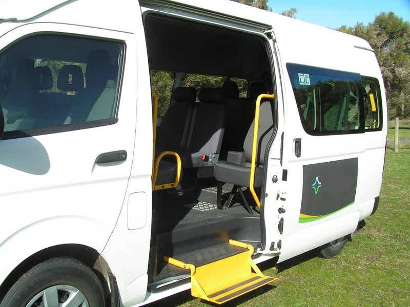 toyota hiace (only 24,000 k's), wheelchair, turbo diesel automatic, high roof mini bus. 570672 003