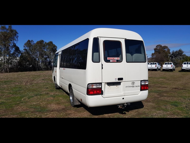 toyota coaster bus 623952 005