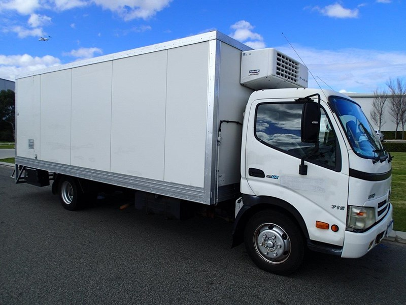 hino 300 series - 613 wide cab 624040 005