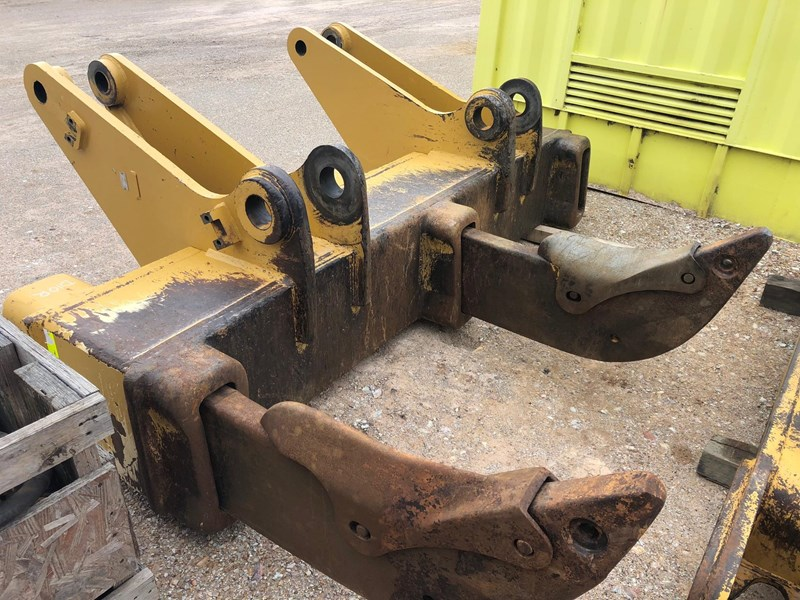caterpillar d10r / t multi shank ripper group 630362 001