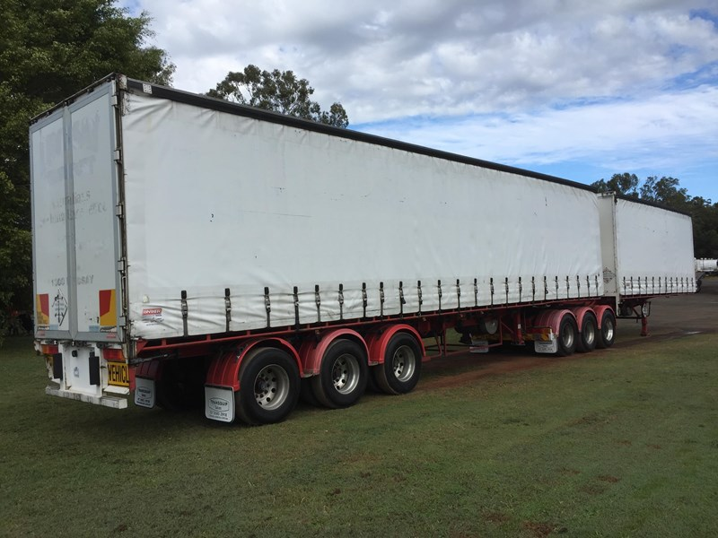 barker b-double refrigerated curtainsider 631086 003