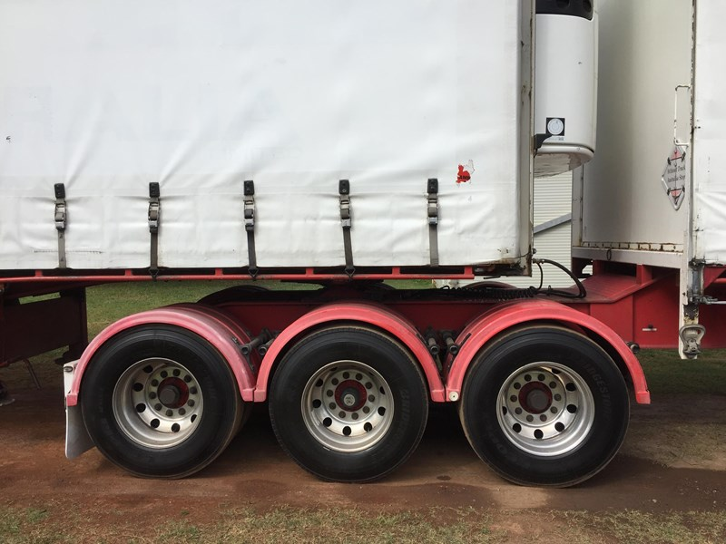 barker b-double refrigerated curtainsider 631086 013