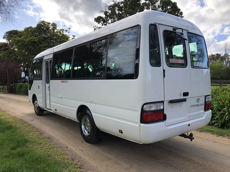 toyota coaster bus 633411 005