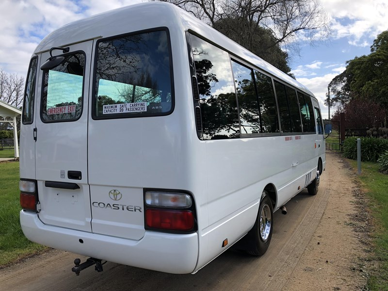 toyota coaster bus 633411 009