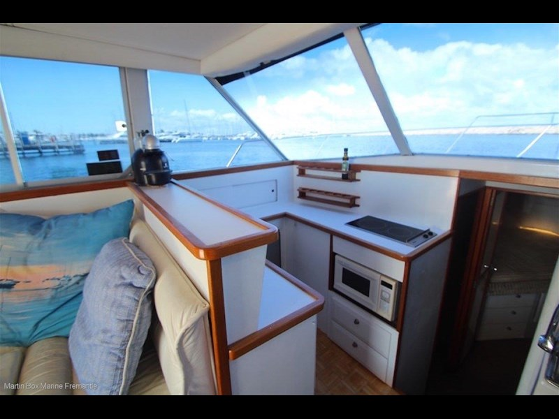caribbean 35 flybridge cruiser 633415 029