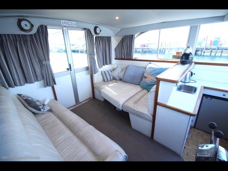 caribbean 35 flybridge cruiser 633415 039