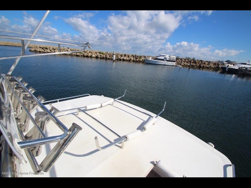 caribbean 35 flybridge cruiser 633415 049