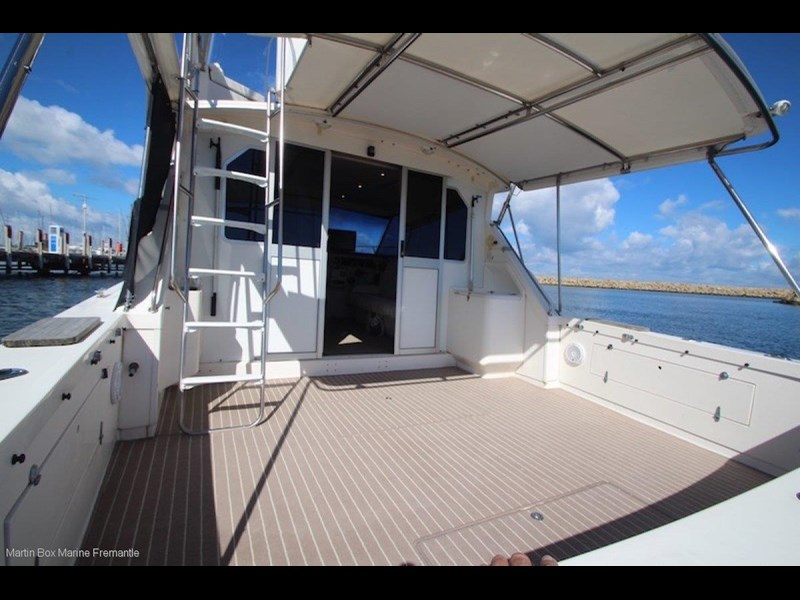 caribbean 35 flybridge cruiser 633415 055