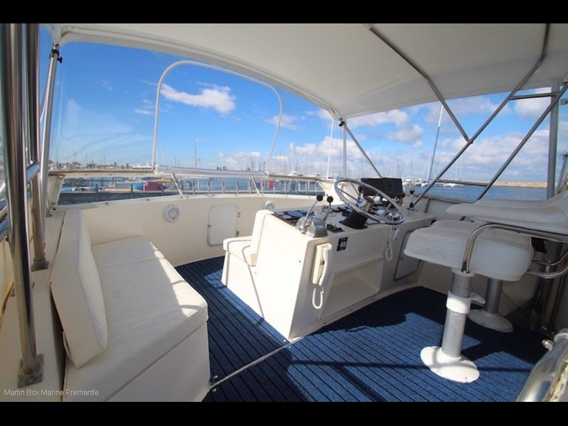 caribbean 35 flybridge cruiser 633415 043