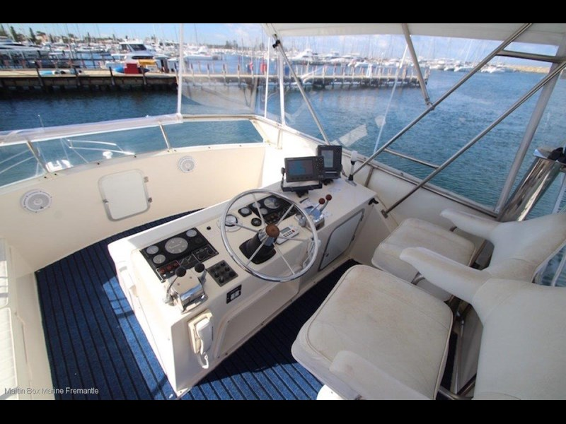 caribbean 35 flybridge cruiser 633415 045