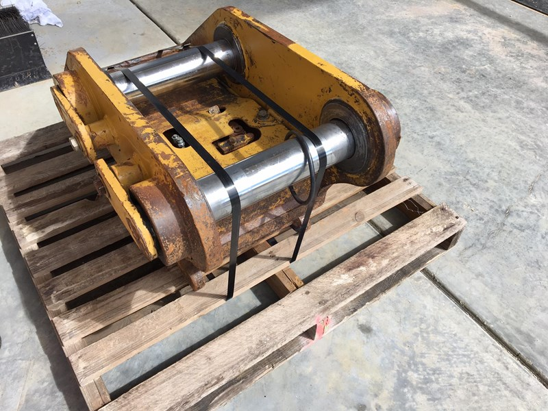 caterpillar essex quick hitch 324dl 636351 007