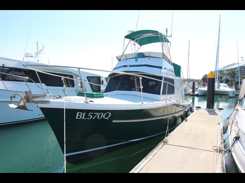aquarius 35 flybridge cruiser 637122 001
