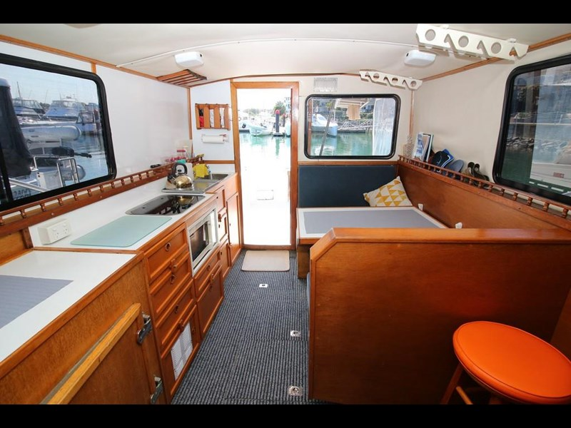 aquarius 35 flybridge cruiser 637122 015