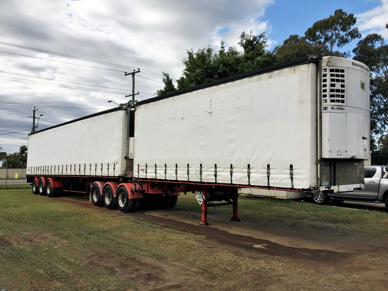 barker b-double refrigerated curtainsider 631086 001