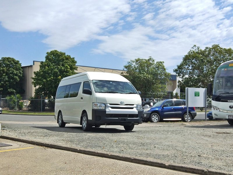 toyota hiace commuter bus 638907 001