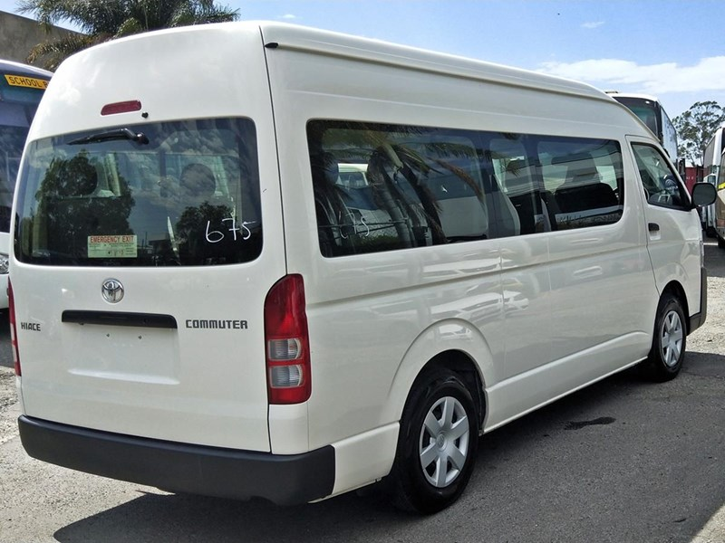 toyota hiace commuter bus 638907 007