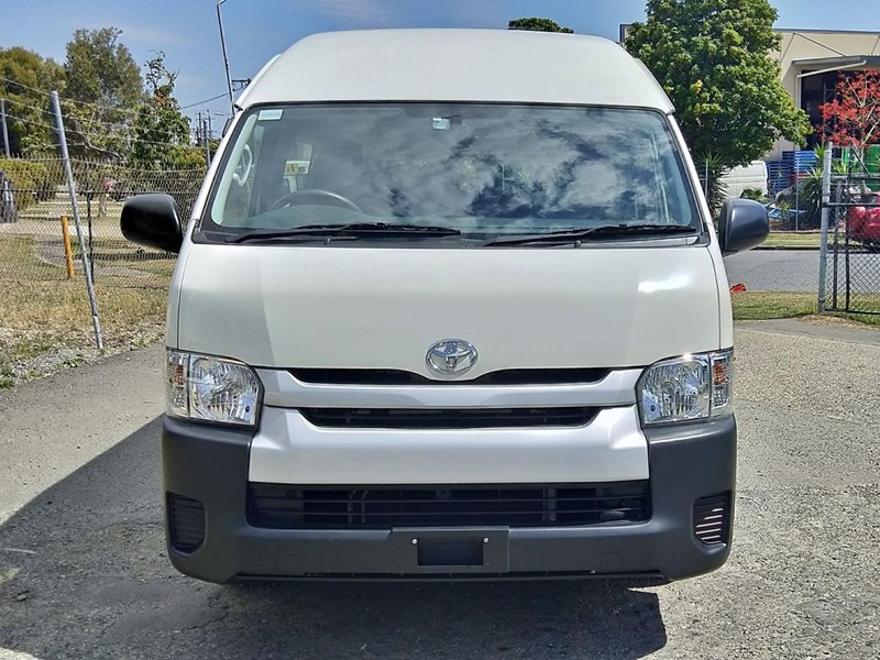 toyota hiace commuter bus 638907 009
