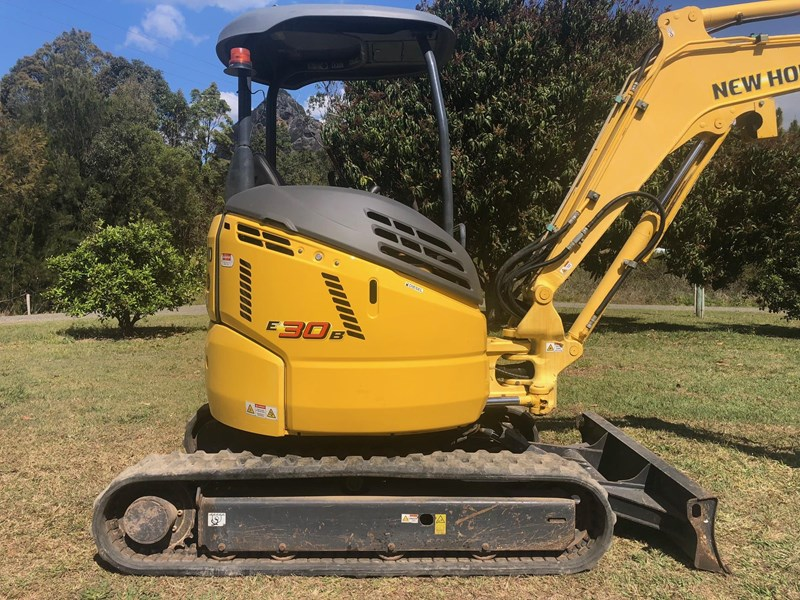 new holland e30b low 1243 hrs 639518 009