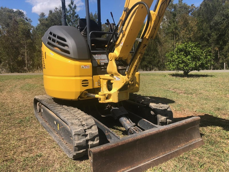 new holland e30b low 1243 hrs 639518 011