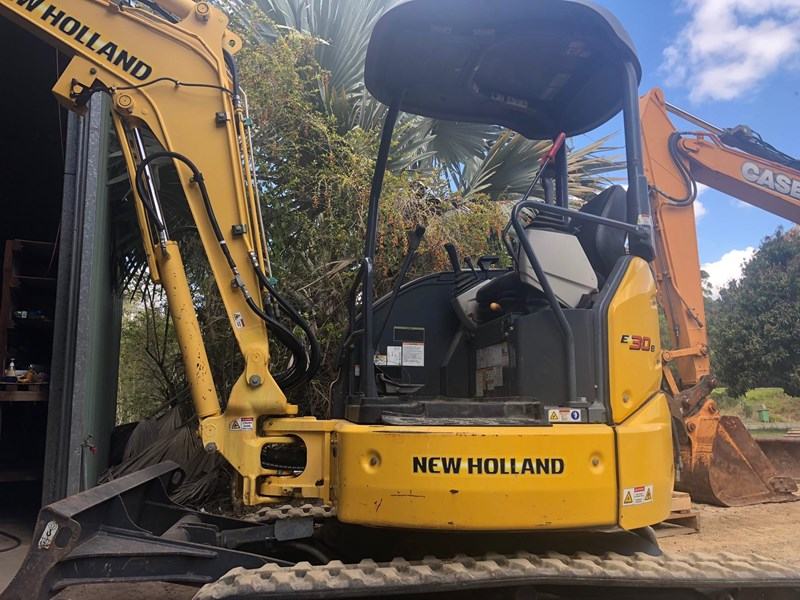 new holland e30b low 1243 hrs 639518 013
