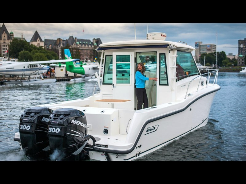 boston whaler 315 conquest pilothouse 294256 011