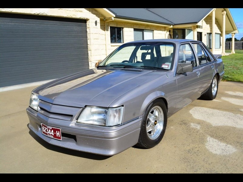 holden commodore 646425 001