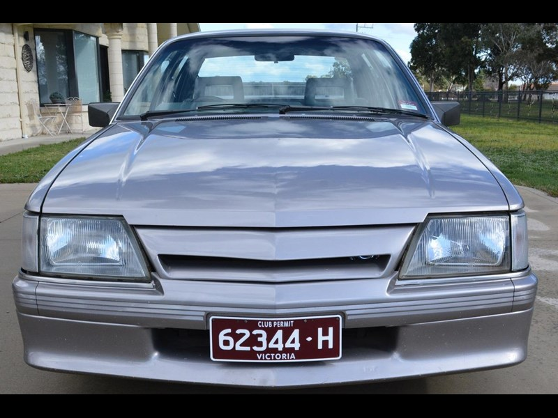 holden commodore 646425 003