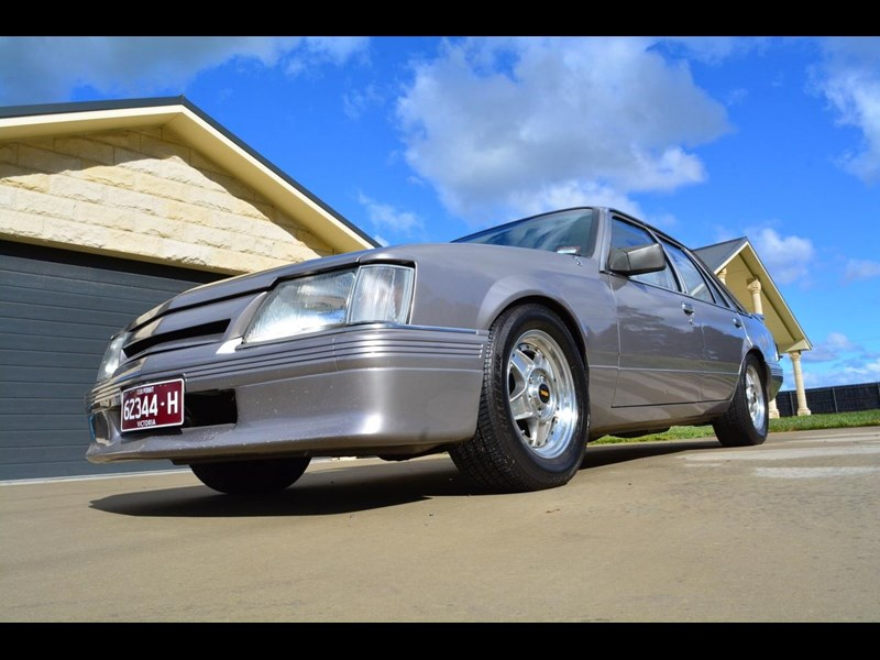 holden commodore 646425 005