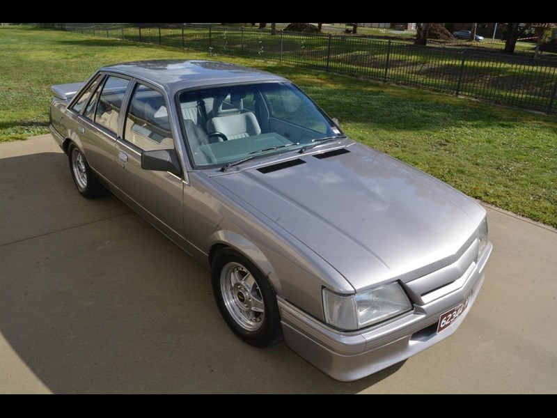 holden commodore 646425 009