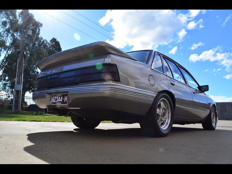 holden commodore 646425 013