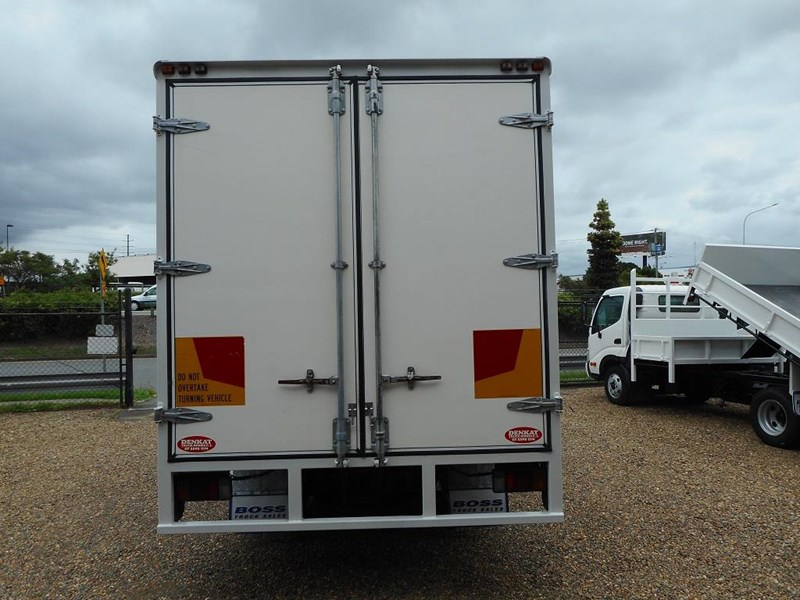 isuzu npr2000 medium 646873 007
