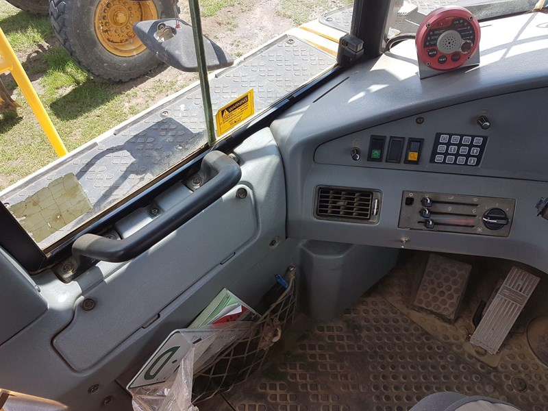 volvo a25d 647703 011